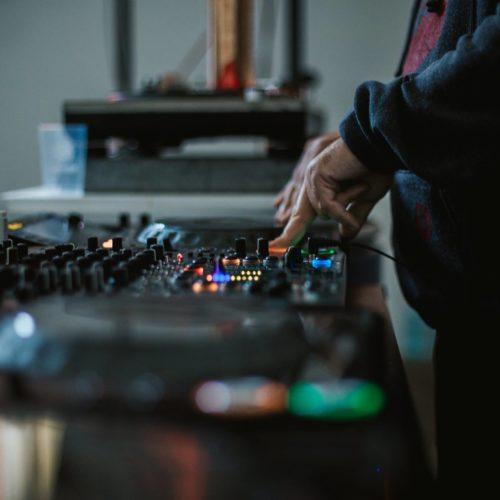 Track-uri de excepție de la rezidenții AVi! Audiție plăcută!