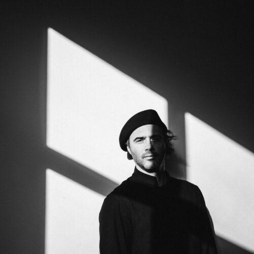 """Petre Inspirescu: """"credeam mult timp că fac muzică pentru mine, dar târziu am realizat că o fac de fapt tot pentru oameni"""""""
