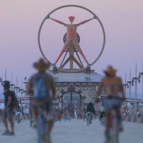 Cum se trăiește experiența de viață numită Burning Man (II)